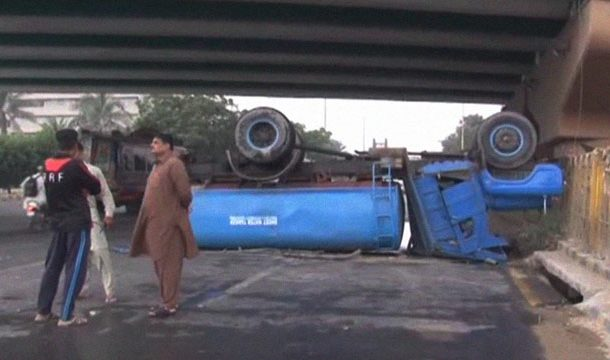 Karachi: Water Tanker Flips over at Interchange