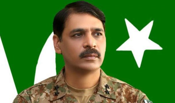 Video of DG ISPR Playing Cricket Goes Viral