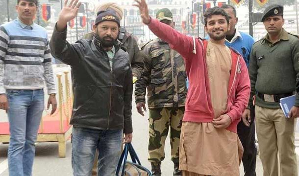 India Releases two Pakistan nationals