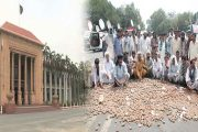 Protesting Small Farmers Ended 24 Hour Long Sit-In on Mall Road Lahore
