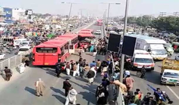 Lahore: 1 killed, Several Injured in Metro Buses Collision