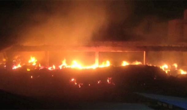 Karachi: Massive Fire in Cotton Factory Still Raging After More Than 7 Hours