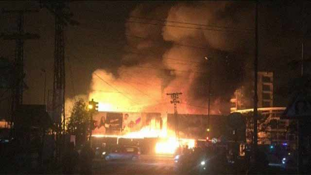Lahore: Fire Erupted in Furniture Auction House Brought Under Control