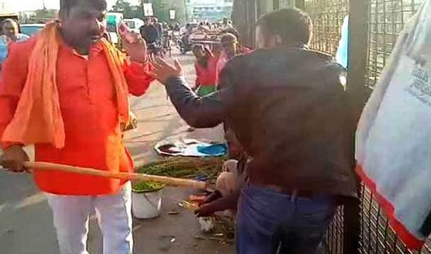 Two Kashmiri Vendors Beaten Up in India , Video Goes Viral