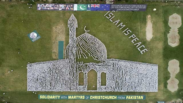 Jhang: Thousands Form Human Chain in Image of Christchurch Mosque