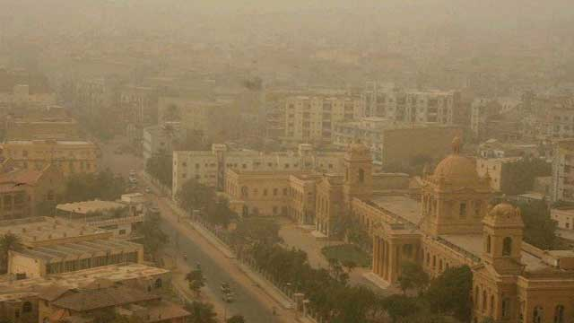 Powerful Dust Storm Hits Karachi