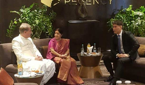 FM Qureshi, Swaraj Hold Informal Meeting at SCO