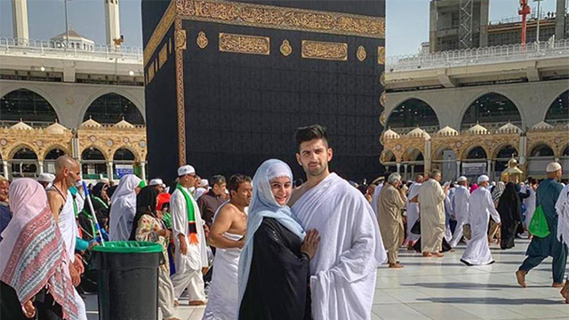 Aiman Khan and Muneeb Butt Blessed with the Chance to Perform Umrah Together