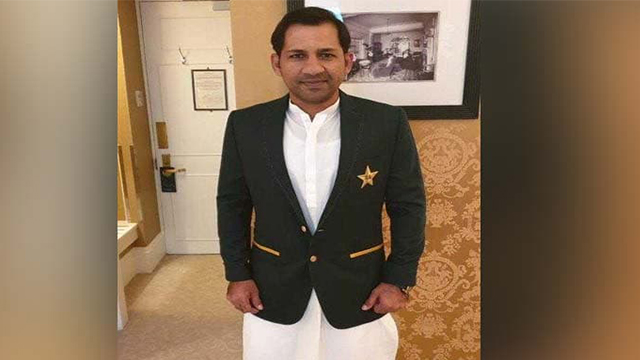 Pakistani Celebrities Highly Applauded Sarfaraz for Wearing Shalwar Kameez in Meet-Up with Queen of England!