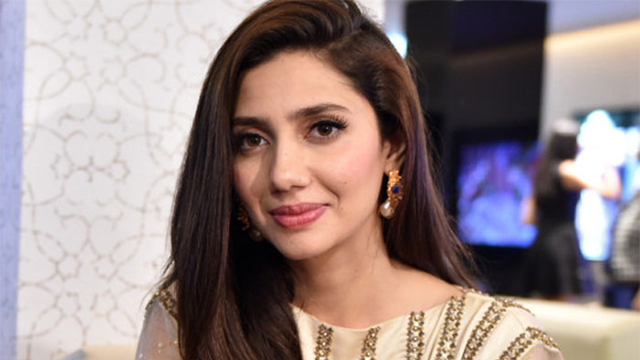 Mahira Khan Sends Good Wishes to Sarfaraz Ahmed and Team