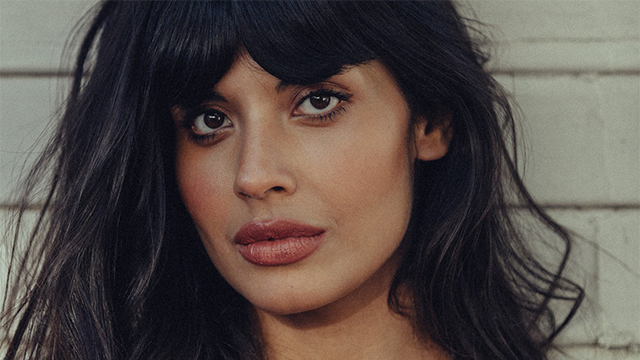 Jameela Jamil Reveals she Won't be using the Kardashian Makeup to Cover her Physical Imperfections