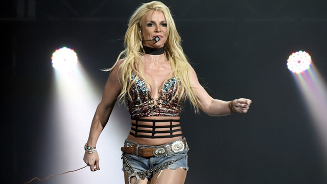 Britney Spears' Fans Furious over Seeing her picture being Photo-Shopped to make her Waist look Smaller