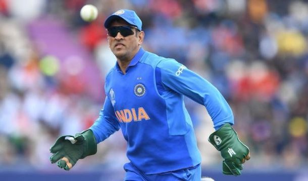ICC Asks BCCI to Remove Army Insignia From Dhoni's Gloves