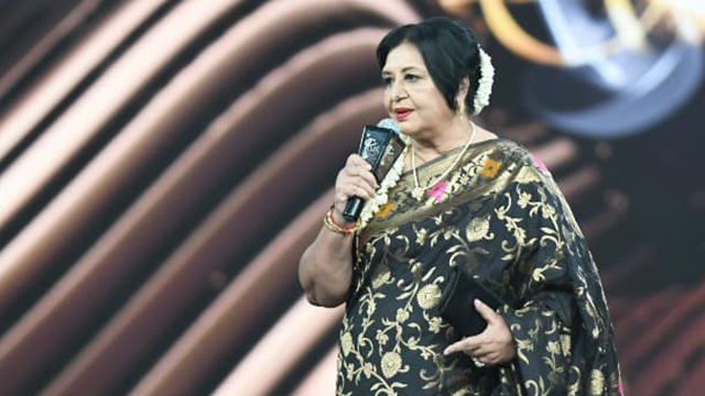 Lollywood Senior Star, Shabnam Graced the Lux Style Awards 2019 With Her Presence and Many Celebrities Got Emotional
