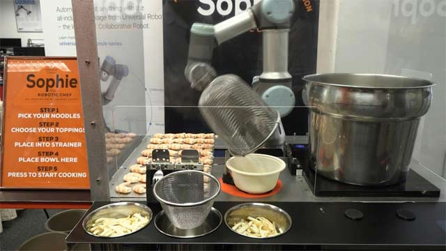 Sophie The Robot Capable of Serving a Hot Laksa Bowl in Only 45 Seconds
