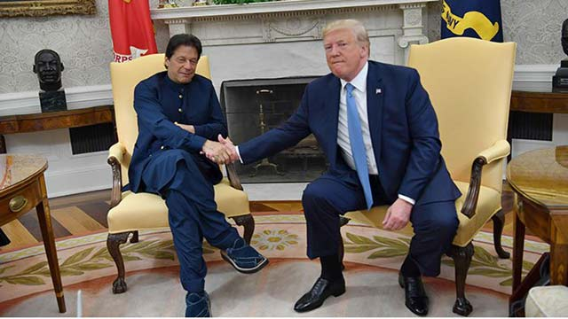 US President Accepts PM Khan's Invitation to Visit Pakistan