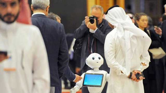 Hajis Link Doctors Through 'Robots' in Riyadh, Jeddah