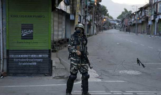 Thousands Arrested as Curfew Continues in Occupied Kashmir on 15th Successive Day