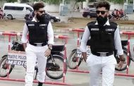 This Handsome Traffic Warden Is Becoming New Crush of Pakistani Girls