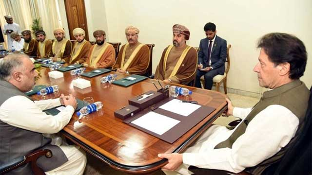 PM Khan Apprises Omani Delegation About HR Violations in Kashmir