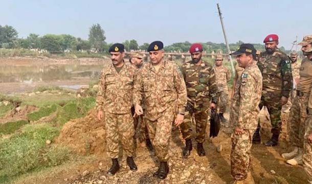 Army Chief Visits Earthquake Hit Areas of AJK