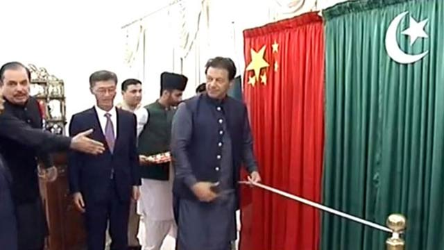 PM Lays Foundation Stone of Prefabricating Housing Project