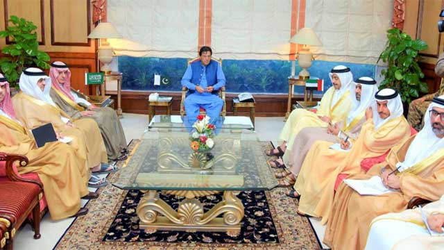 Pakistan Asks Saudi, UAE FMs to Play Role In Kashmir Crisis