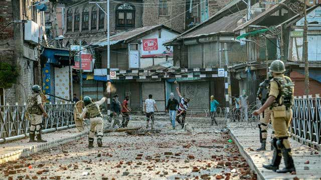 Normal Life Remains Affected as Kashmir Lockdown Enters 32nd Day