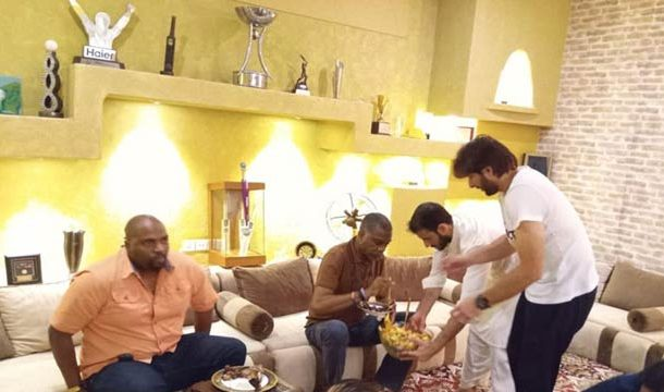 Shahid Afridi Hosts West Indian Cricket Icon For Dinner