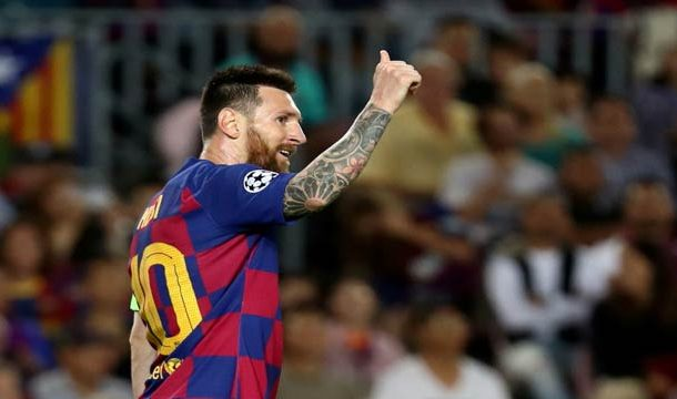 Lionel Messi Showing Class in Full Form