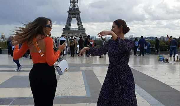Mahira Dances with Lebanese Actress in Front of Eiffel Tower