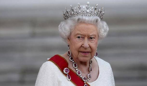 Queen Elizabeth's Informal Pose For A Book Will Leaves You Spell-Bound