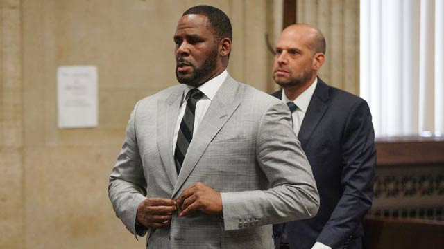 R Kelly Pleads Not Guilty in Bribery Charge