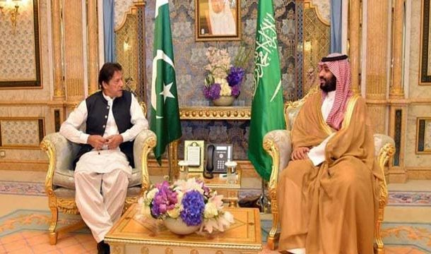 PM Imran Leaves for Saudi Arabia to Assuage Riyadh's Reservations