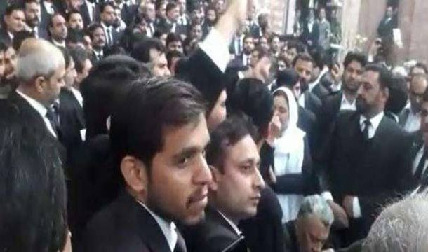 Several Injured as Rowdy Lawyers Attack Punjab Institute of Cardiology