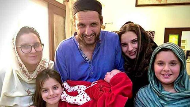 Once Again Shahid Khan Afridi Blessed with a Baby Girl