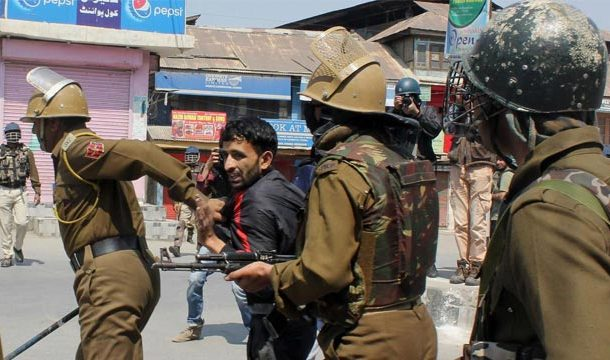 Indian Troops Arrest Several Kashmiri Youth in Occupied Kashmir