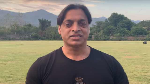 Beautiful Picture of Shoaib Akhtar's Son goes Viral