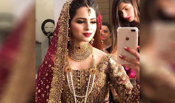 Why Fans are Angry with Nimrah Khan?