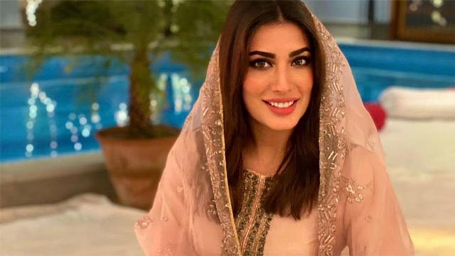 Mehwish Hayat Wishes her Fans a Happy Ramadan with a Funny Instagram Post